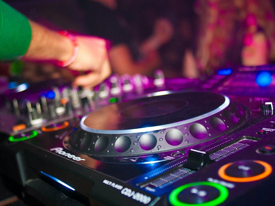 Foto van de DJ service (zonder pakket)